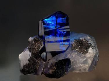 zoisita azul tanzanita